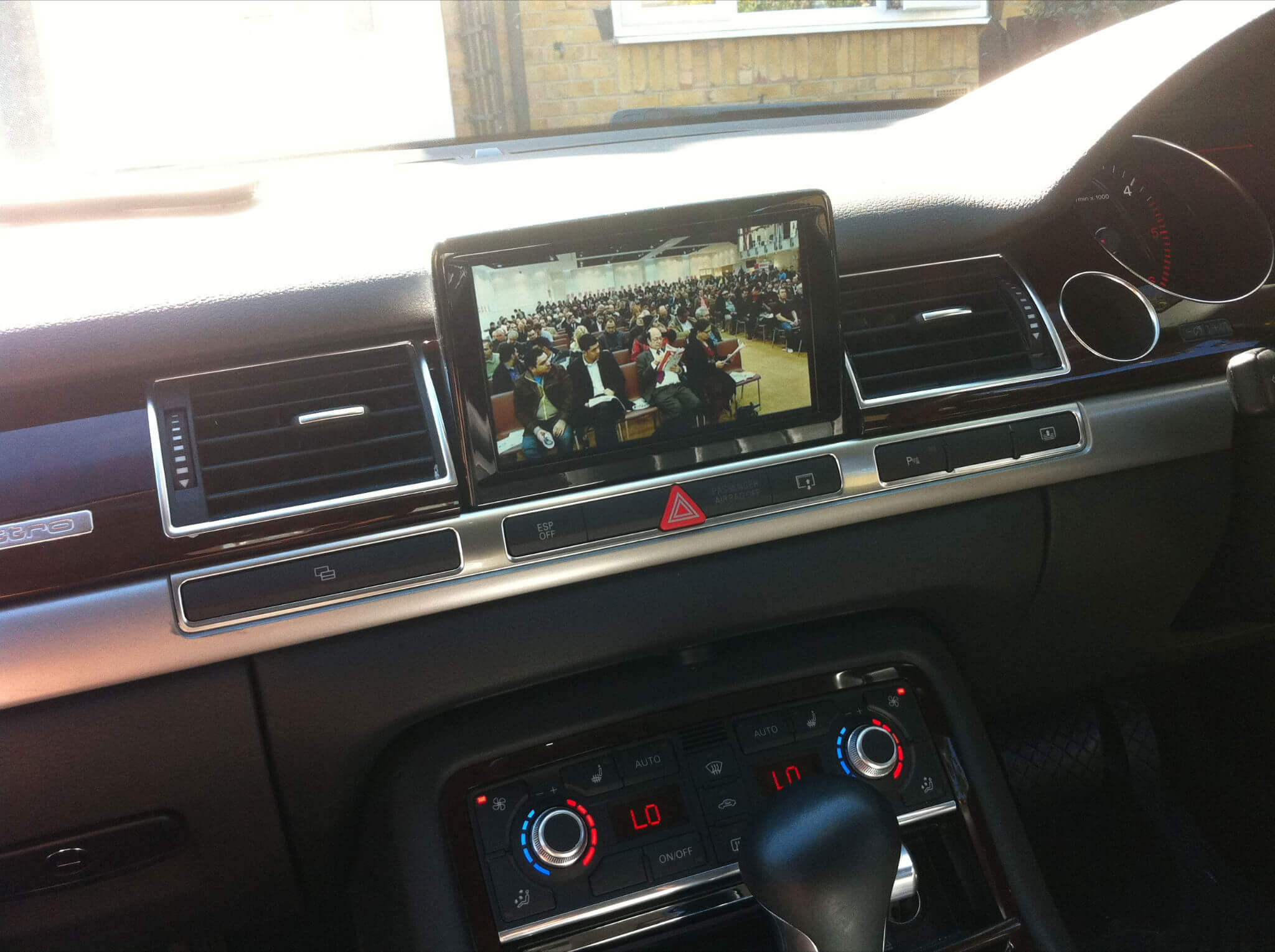 Audi-A8-3G-System-with-CKO-Freeview-unit1