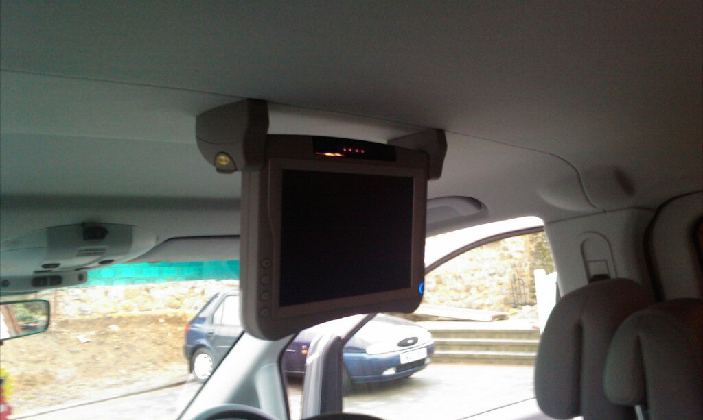 Roof Mount Screen in Hyundai2
